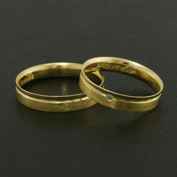 Aliança de Casamento em Ouro Amarelo 18K Reta com Friso e Brilhante