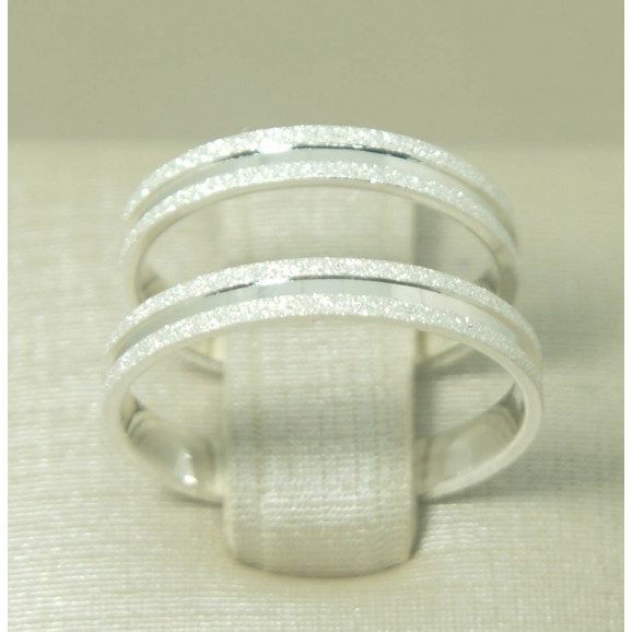 Aliança de Cmpromisso em Prata 950 com Friso e Diamantado.