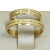 Aliança de Casamento em Ouro Amarelo 18K Reta com Frisos e Brilhante