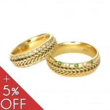 Aliança de Casamento em Ouro Amarelo 18K com Brilhantes e Esmeraldas