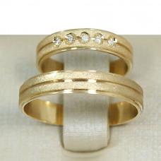 Aliança de Casamento em Ouro Amarelo 18K Reta com Frisos e Brilhantes