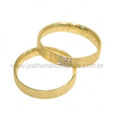 Aliança de Casamento em Ouro Amarelo 18K Reta com Brilhantes