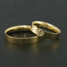 Aliança de Casamento em Ouro Amarelo 18K Reta com Coração e Brilhante