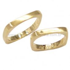 Aliança de Casamento em Ouro Amarelo 18K Quadrada com Brilhante