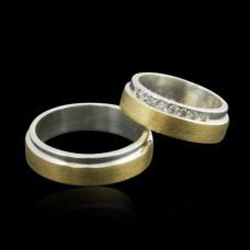 Aliança de Compromisso em Prata e Ouro Amarelo Reta com Zircônias